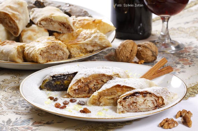 Házi rétes négyféle töltelékkel - diós almás, sütőtökös mákos, burgonyás, káposztás (sós - édes) - Dombrádi Lászlóné, Kati néni receptje