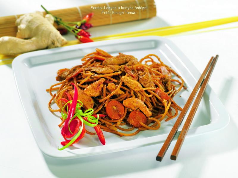 Csípős csirkés spagetti thai módra