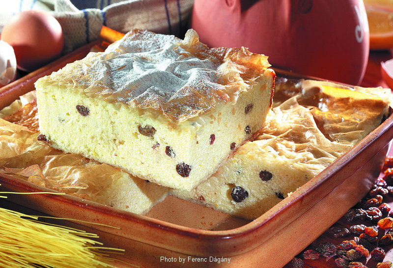 Sweet Cheese and Raisin Cake  -  (Vargabéles)