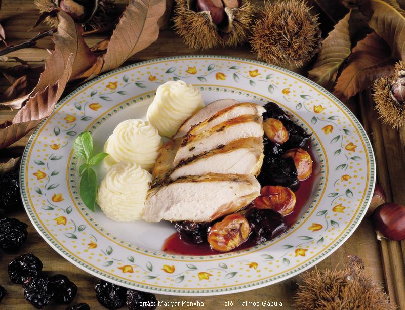 Csirkemell erdőkerülő módra  -  aszalt szilvával és gesztenyével