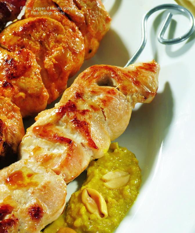 Chicken Skewers with Hazelnut Sauce - (Csirkenyársak mogyorómártással)