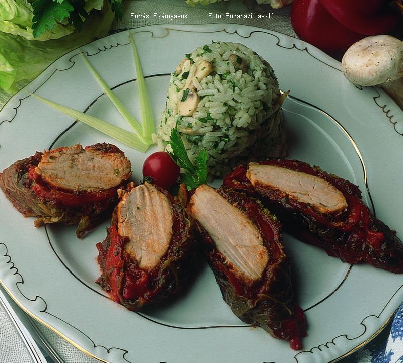 Káposztalevélbe burkolt fűszeres csirkemell