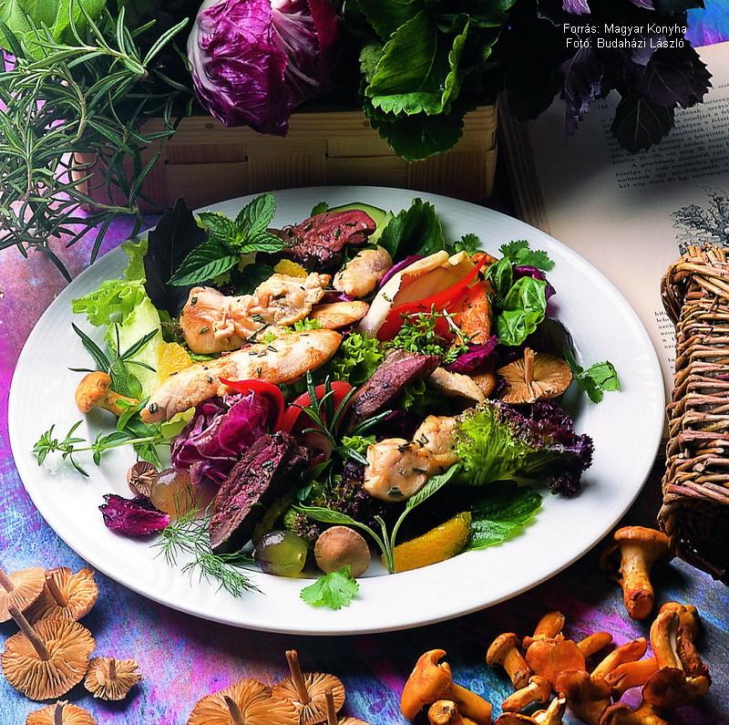 Friss füvekkel pácolt jércemell salátaágyon