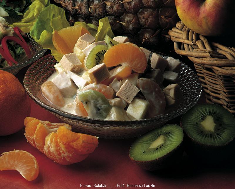 Joghurtos, déligyümölcsös pulykasaláta