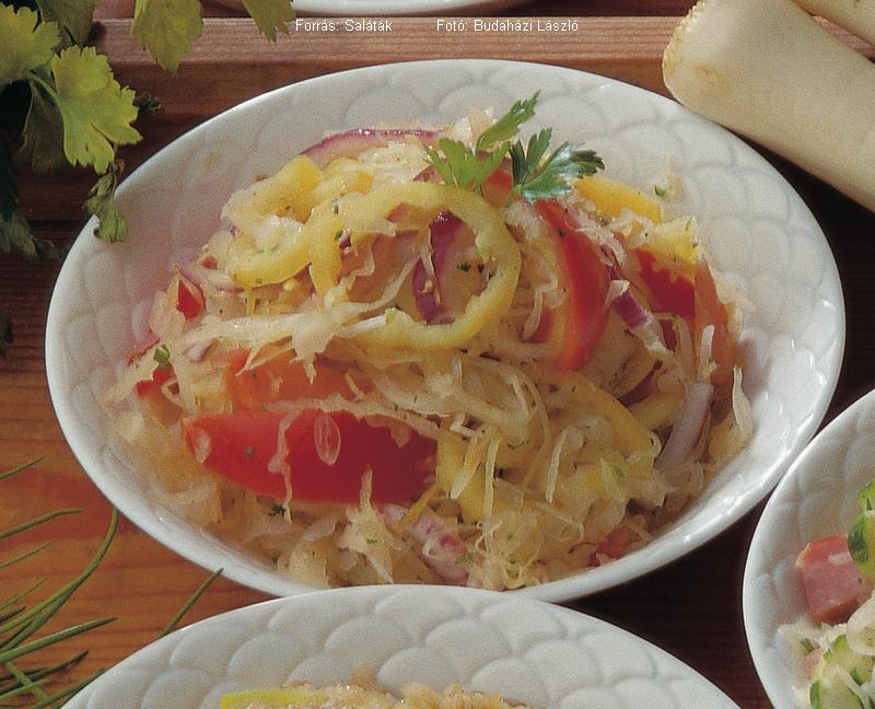 Paradicsomos, paprikás savanyúkáposzta-saláta