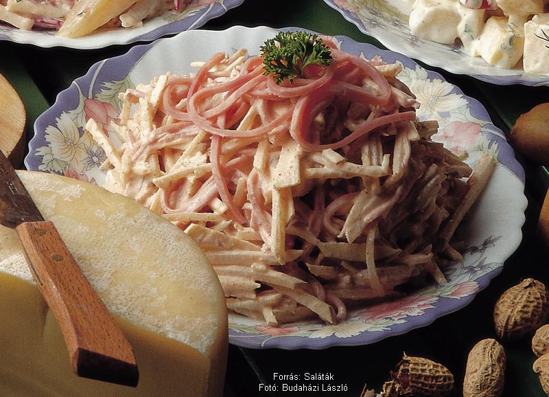 Sonkás, sajtos körtesaláta