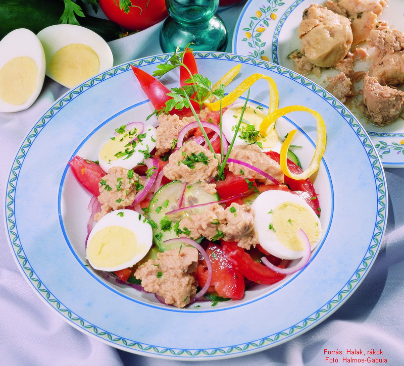 Tőkehalmáj-saláta