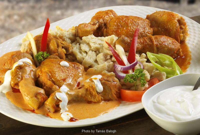 Huhn-Pörkölt-Paprikasch  -  (Csirkepörkölt-paprikás)
