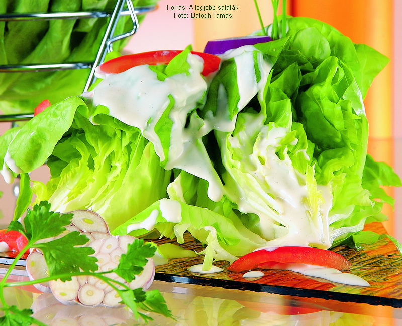 Fokhagymás fejes saláta