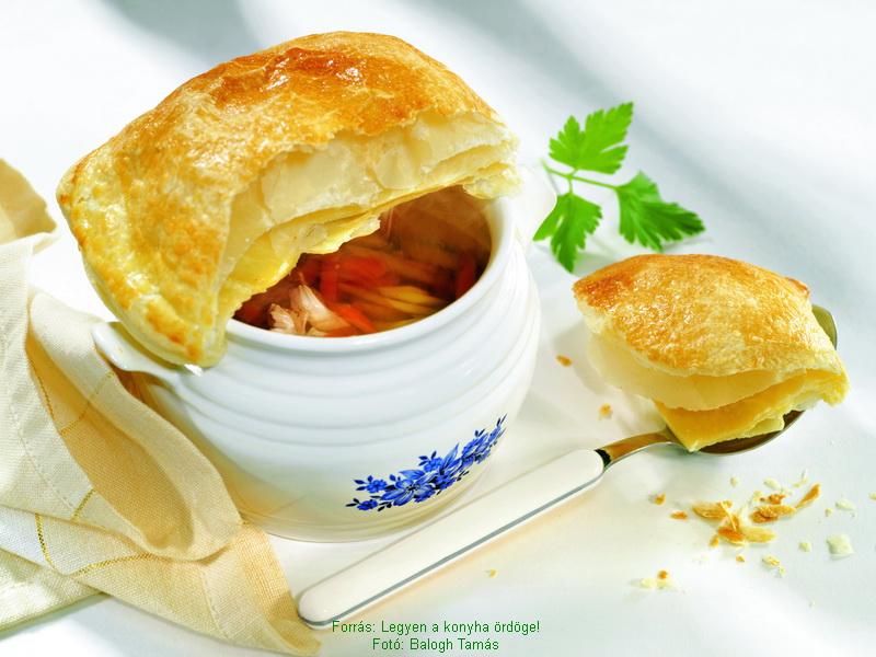 French Turkey Soup with Crusty Pie Crust Dome - (Francia pulykaleves ropogós tésztakupolával)