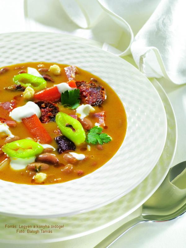 Bean Soup á la Jókai Révkomárom Style - (Jókai bableves révkomáromi módra)