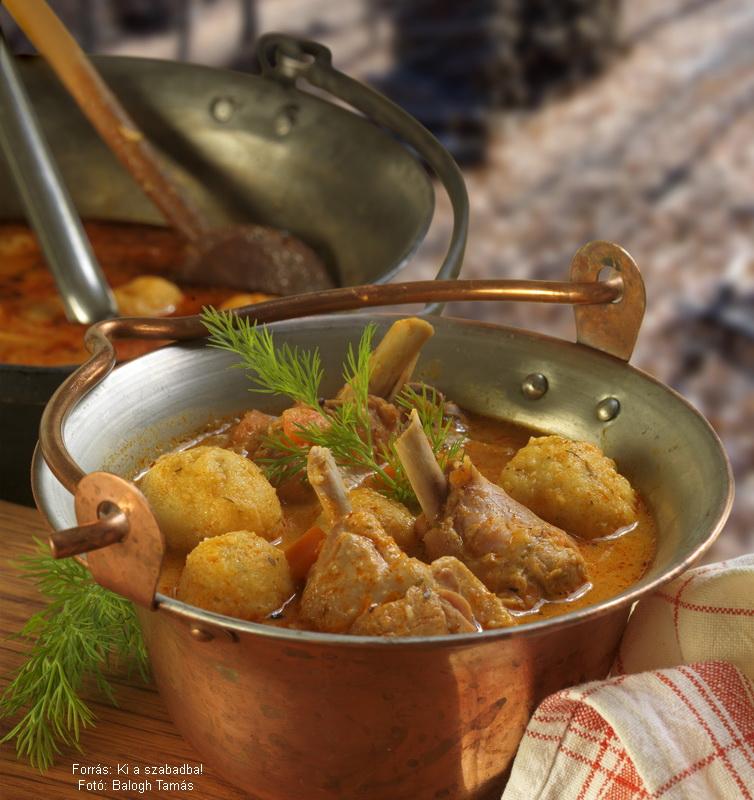 Kapros, gombás paprikáscsirke-leves túrógombóccal
