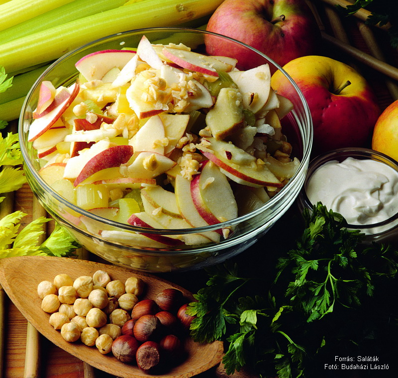 Almás, krémsajtos szárzellersaláta