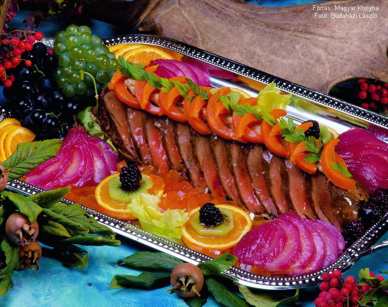 Gemenci őzgerinc hidegen, vörösboros körtével  -  készítette Piri István mesterszakács