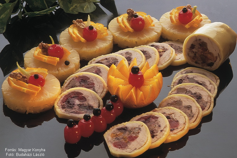 Gyümölccsel töltött hideg pulykamell   -  készítette Mójzes József főszakács