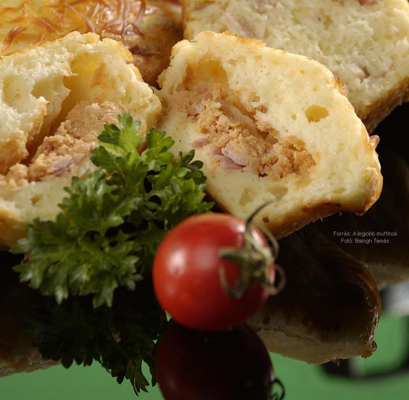 Sonkával töltött sajtos, krumplis muffin