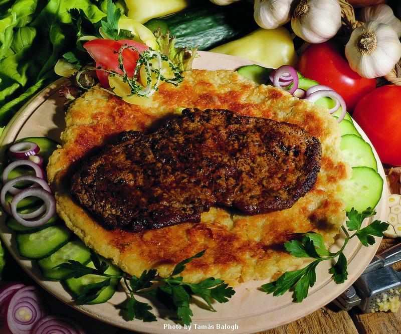 Entrecôte grasse avec galettes de pomme de terre  -  (Hízlalt rostélyos burgonyalángossal)