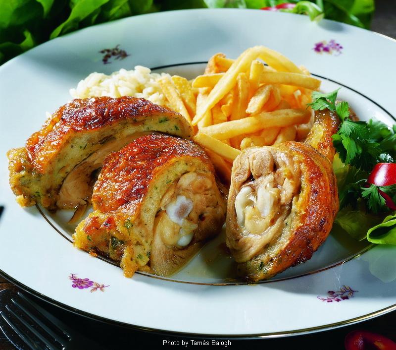 Poulet farci à la Gödöllô  -  (Gödöllői töltött csirke)
