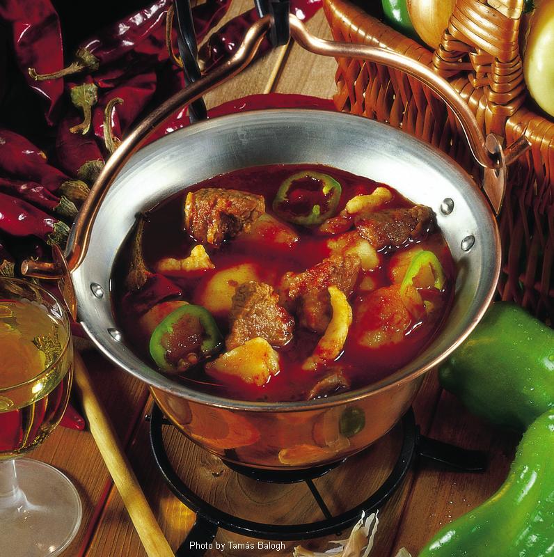 Soupe goulache à la pâte pincée  -  (Gulyásleves csipetkével)