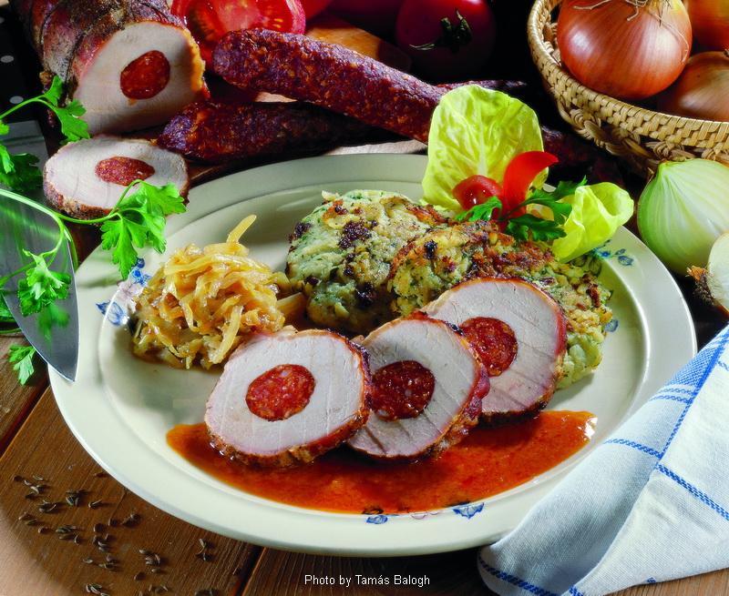 Côtelette de porc à la saucisse de Gyula  -  (Gyulais karaj)