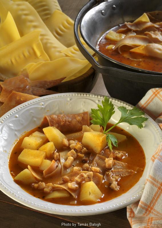 Soupe aux pâtes fraîches  -  (Lebbencsleves)