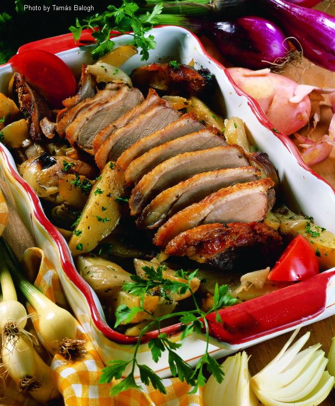 Magret d'oie cuit avec des pommes de terre  -  (Libamell vele sült burgonyával)