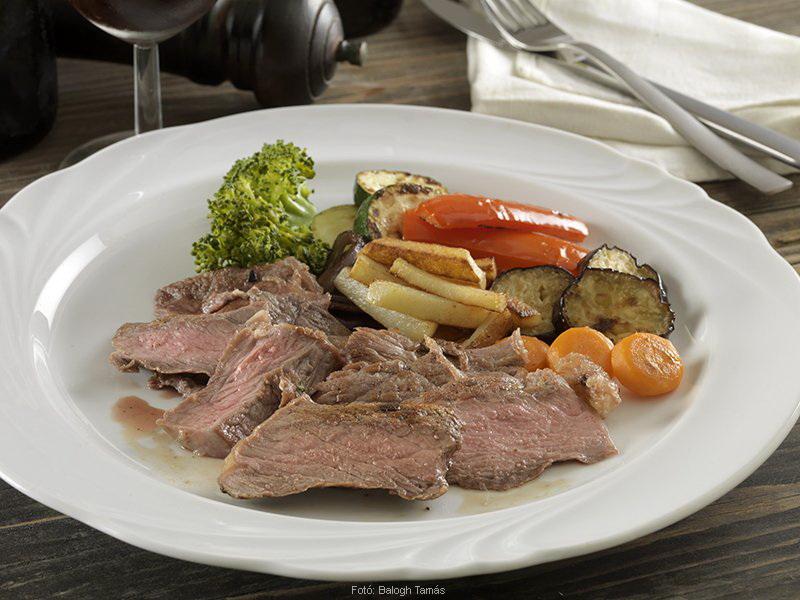 Rumpsteak (ejtsd ramszték) grillezett zöldségekkel  -  készítette Nemeskövi Dénes mesterszakács