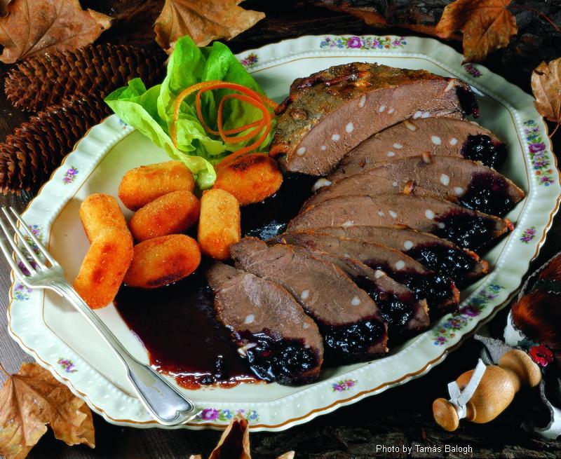Rôti de sanglier avec sauce aux myrtilles  -  (Vadisznósült áfonyás mártással)