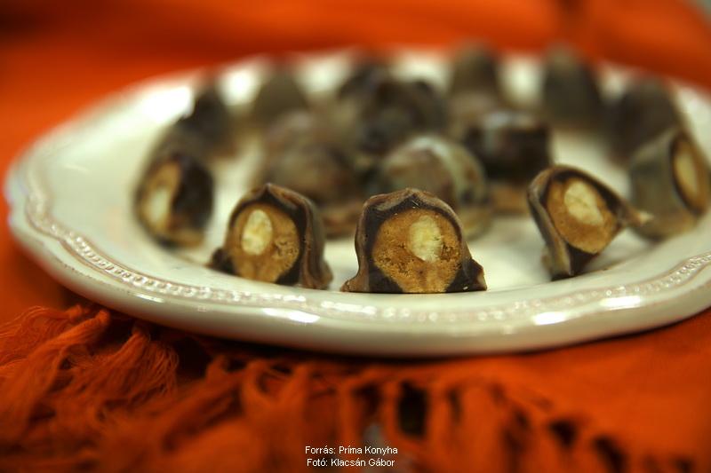 Mogyorós, karamellás csokigolyó
