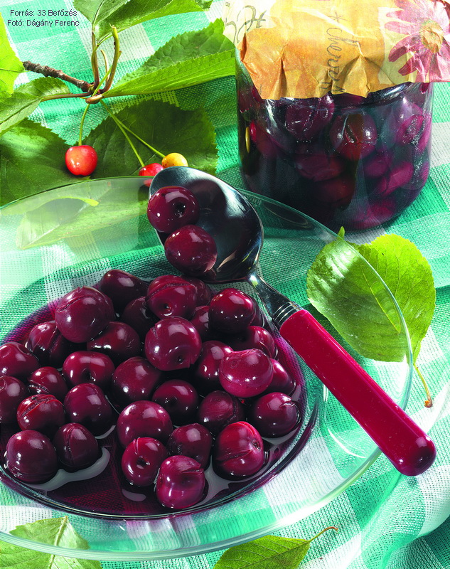 Cseresznye- vagy meggybefőtt cukor nélkül
