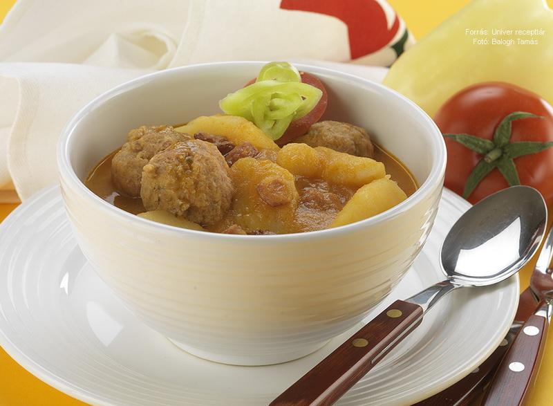 Paprikás krumpli kolbászgombóccal