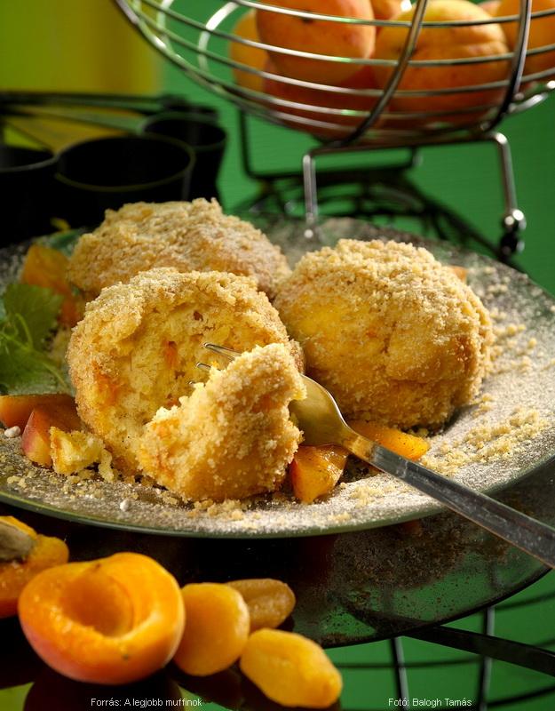 Sárgabarackos, morzsába forgatott muffin