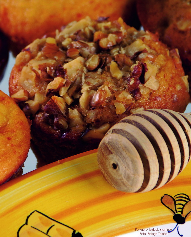 Mézes, fűszeres, diós muffin