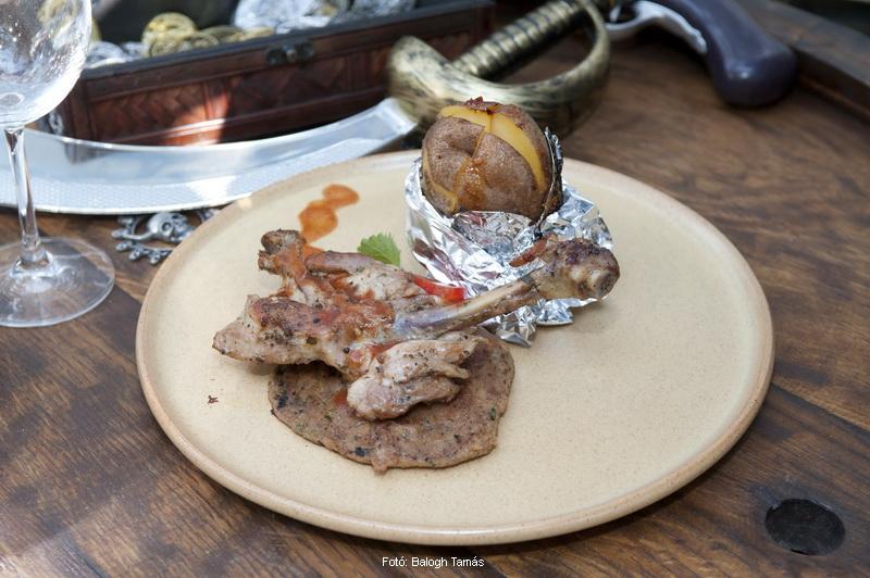 Citromfüves csirkecomb vele sült töltelékével, héjában főtt-sült burgonyával - készítette a Fulton kalóztanya, Belme Zsolt és Ambró Zoltán