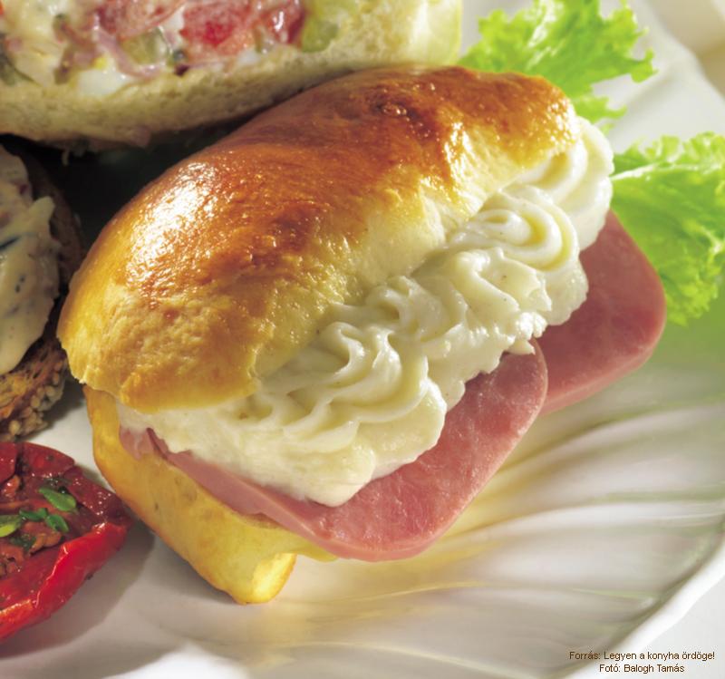 Molnárka buns with ham and horseradish cream - (Molnárka sonkával és tormakrémmel)