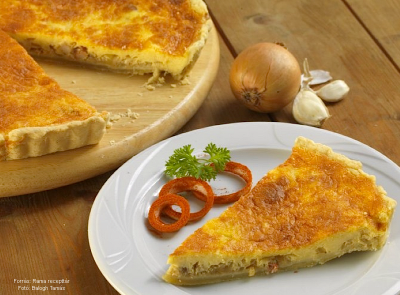 Szalonnás, fokhagymás sajtos pite