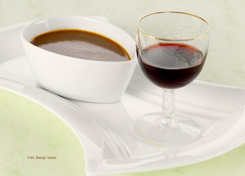 Madeira mártás (meleg)