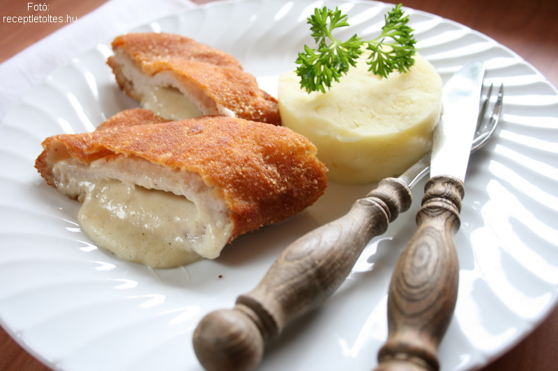 Fokhagymás, sajtos rántott szelet