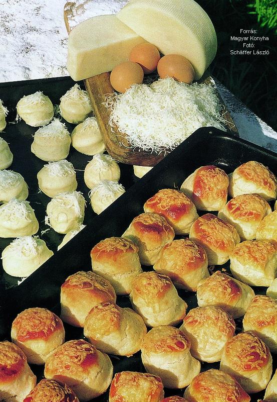 Gyúrt sajtos pogácsa