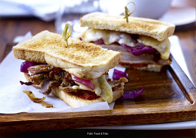 Sertéssültes szendvics balzsamecetes hagymával