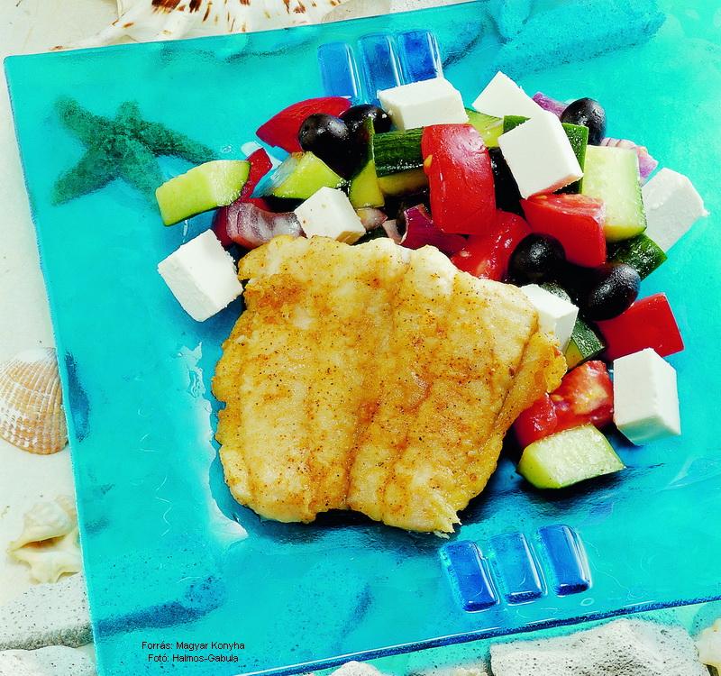 Harcsafilé görög salátával