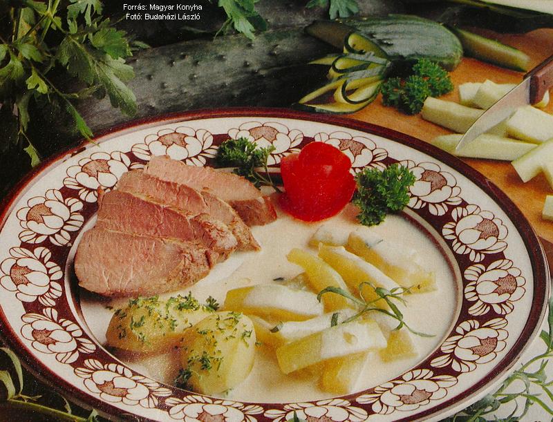 Tárkonyos, tejszínes uborkafőzelék egészben sült szűzpecsenyével