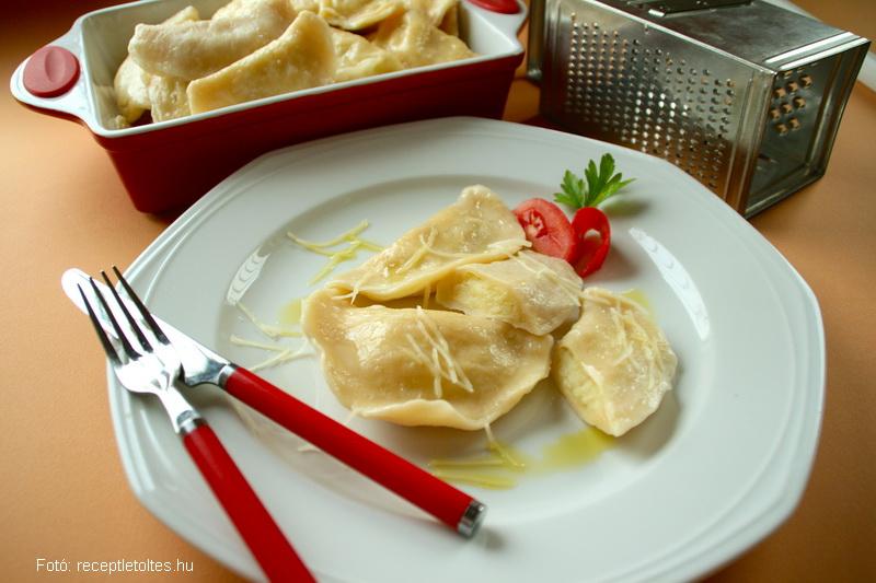 Lengyel krumplis sajtos pirog