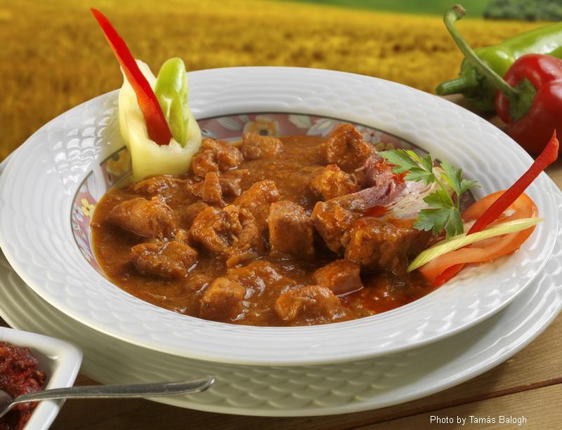 Spezzatino di maiale - (sertéspörkölt)