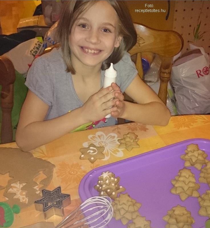 Lívia-Mézes fenyők - készítette Hargitai Lívia (9 éves)