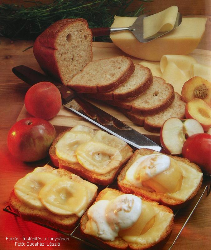 Gyümölcsös sajtos melegszendvicsek