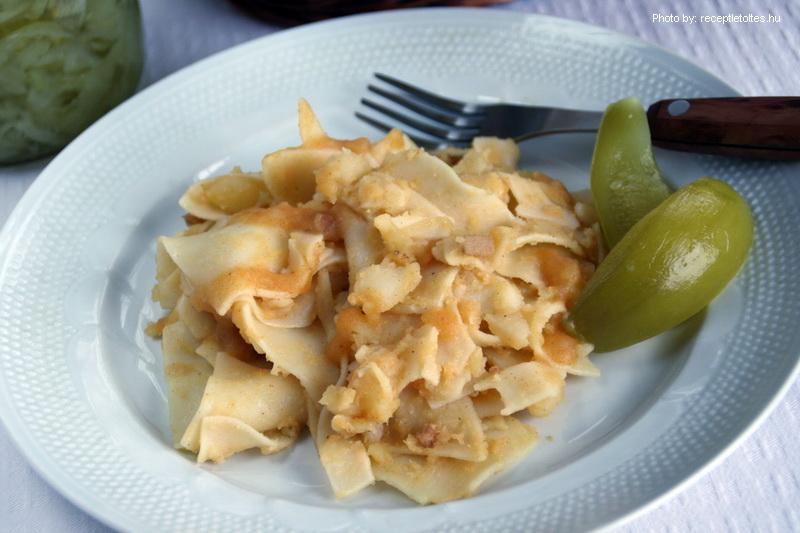 Pasta con patatas - (Burgonyás tészta)