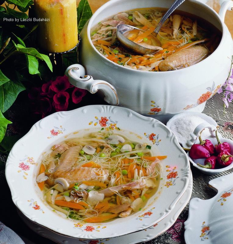 Sopa de gallina a la Újházy - (Újházy tyúkleves)