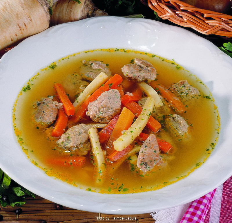 Sopa de albóndigas de hígado - (Májgaluskaleves)