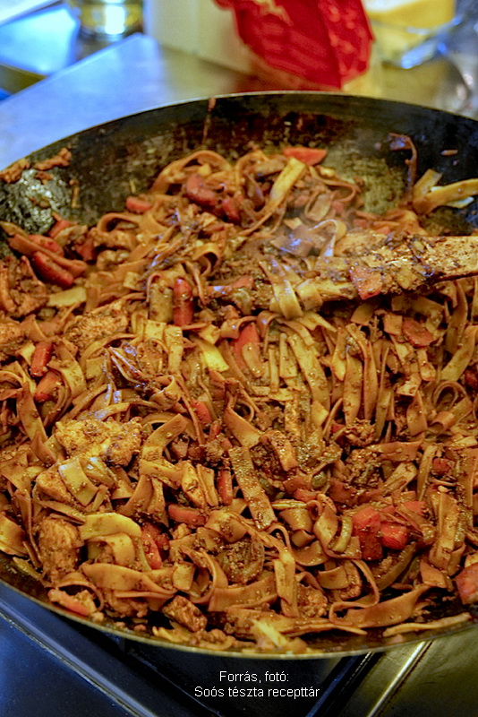 Csípős csirkés metélt thai módra